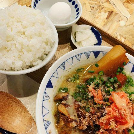 ごちとん大阪ごちとん豚汁と定食セット