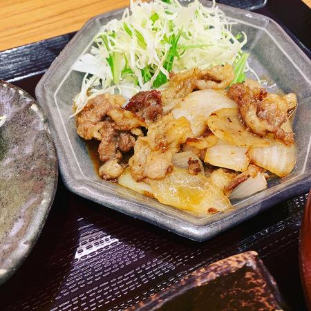 膳や季節のお膳牛バラ肉のスタミナ焼