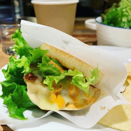 スタンドシャン食餃子ライスバーガー2