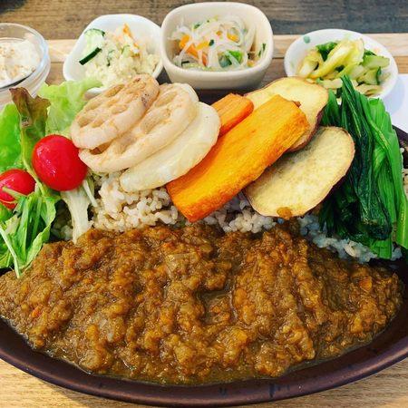 野菜たっぷり玄米カレー玄三庵