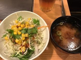 サラダと味噌汁