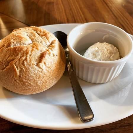 CarneSio west食べ放題パンと燻製バター