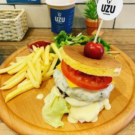 UZU特製ロールケーキハンバーガーランチ