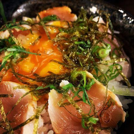 串イッカ東通り鶏ユッケ丼