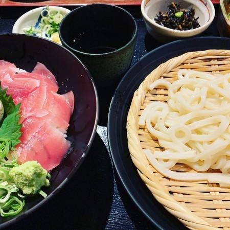 弁天別館鉄火丼とざるうどんの定食