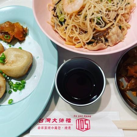 ダパイダン105台北セット焼小籠包と焼きビーフン