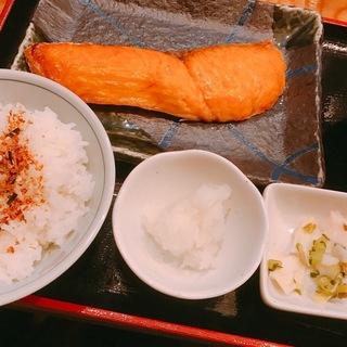 限定サービス定食:鮭