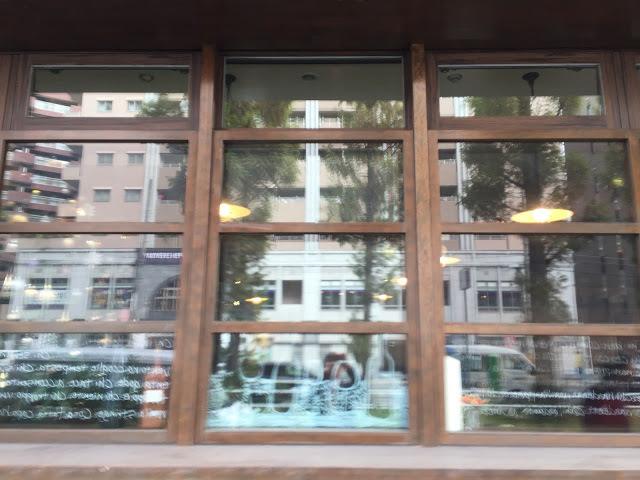 バストーネ窓