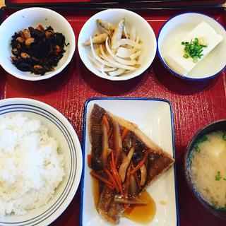 お昼の四品定食1