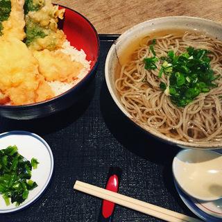 日替わり季節の天ぷら 天丼とかけそば