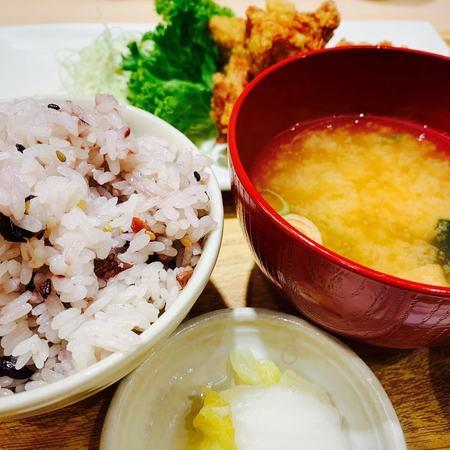 さち福や十五穀米と味噌汁