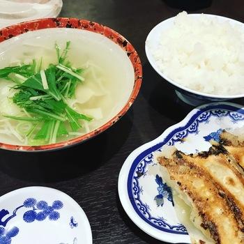 焼き餃子とワンタンスープ