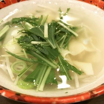 B定食(焼き餃子とワンタンスープ)