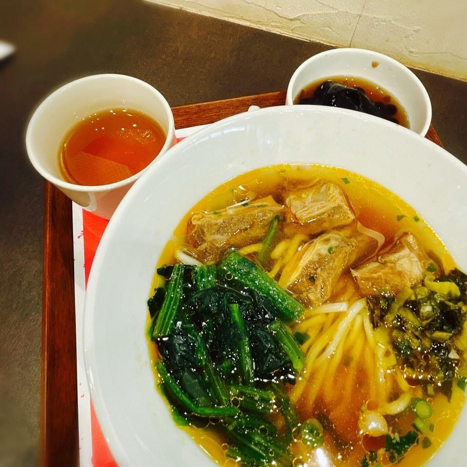 牛肉麺(ニョーローメン)セット