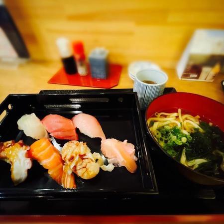富久佳 日替わり寿司6種+日替わりミニ麺付き