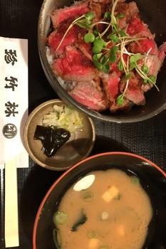 珍竹林ローストビーフと味噌汁